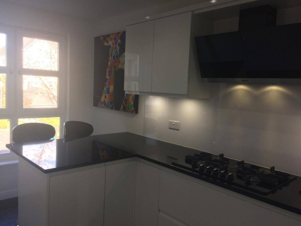 white gloss kitchen 5 600x450 - Recent Projects