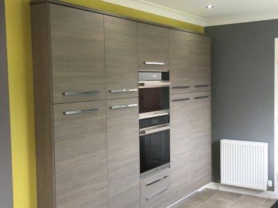 wood gloss kitchen 2 400x300 - Homepage - Kitchen Showroom Kirkintilloch and Falkirk