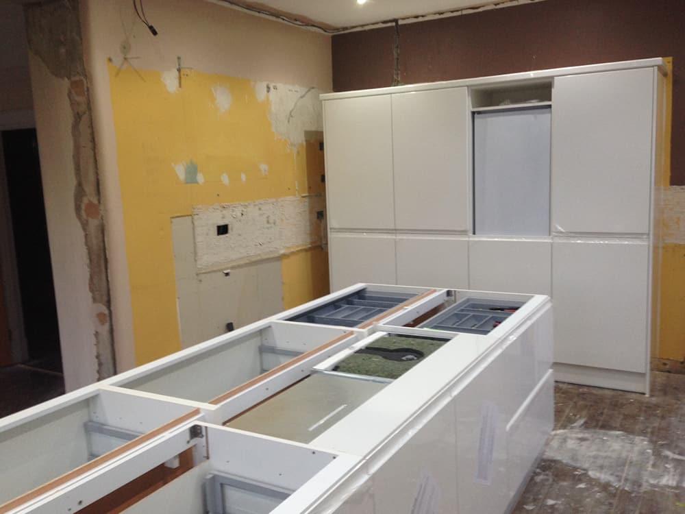 Kitchen Fitting 6 - Bruce McRaes New White Gloss Kitchen
