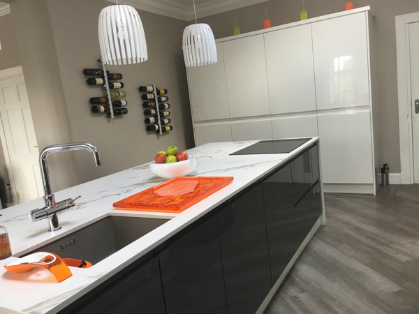 white gloss kitchen 4 1 - Kitchen Islands