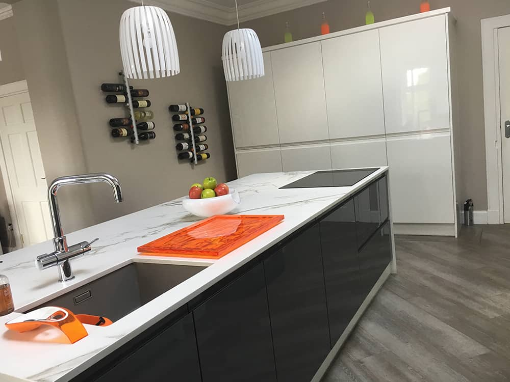white gloss kitchen 4 1 - Kitchen Islands