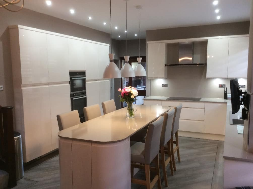 cream gloss kitchen - Kitchen Islands