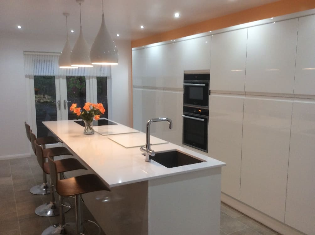 white gloss breakfast bar - Kitchen Islands