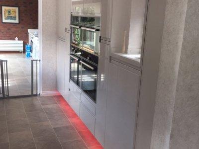 white gloss kitchen 13 400x300 - Kitchens