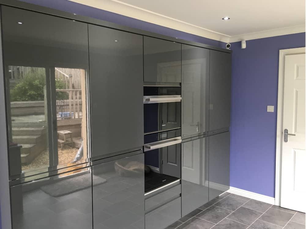 1a 3 - High Gloss Dakota mixed door Kitchen