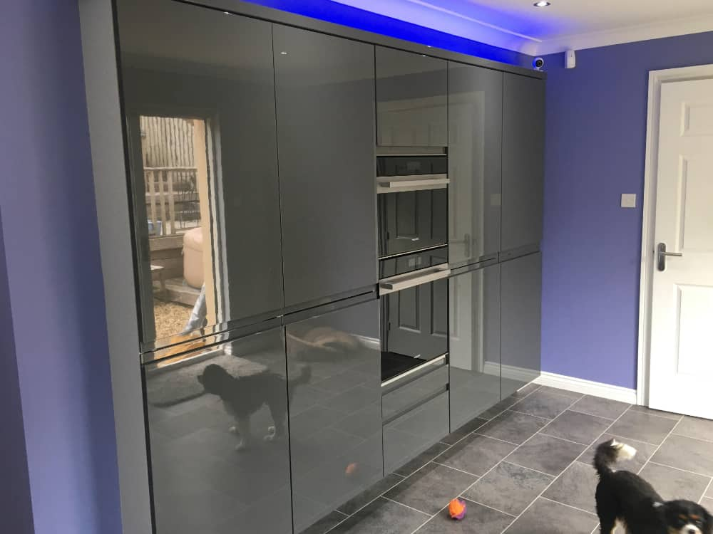 3a 2 - High Gloss Dakota mixed door Kitchen