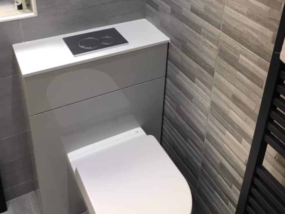 1a 1 - Grey Bathroom