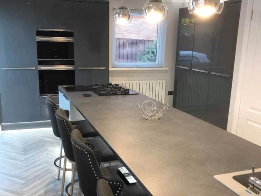 1a - Dark Grey Gloss Kitchen