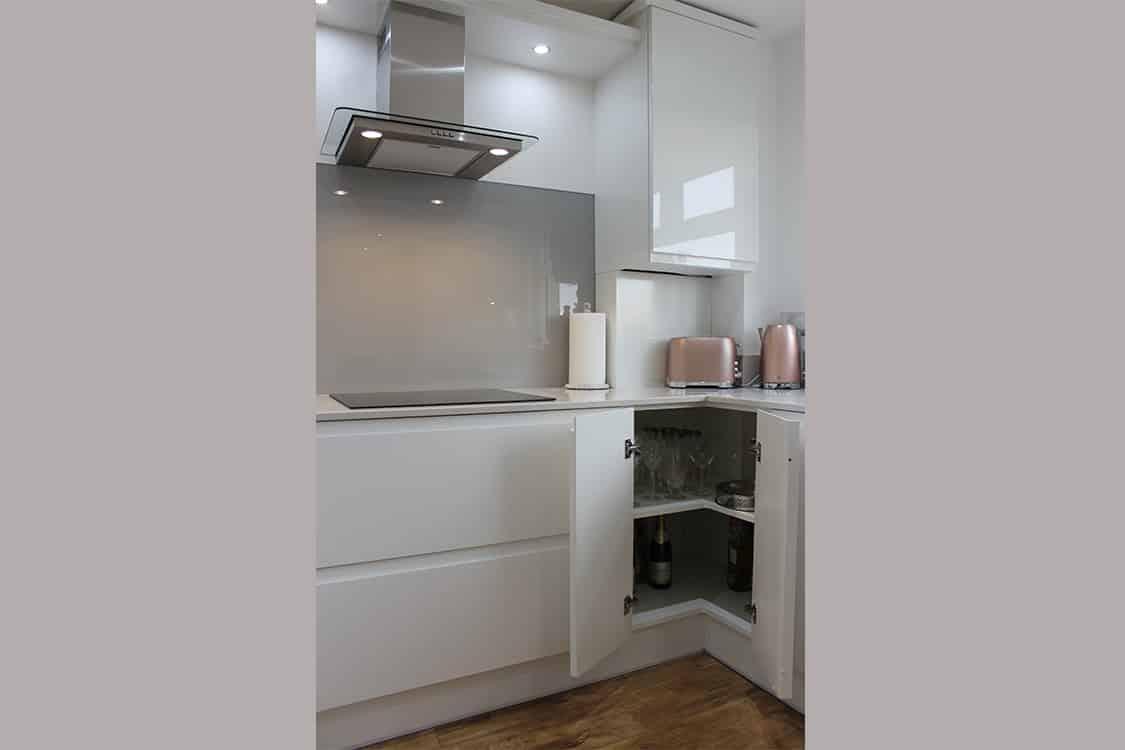 pic 8 - White Handless Gloss Door in Cumbernauld