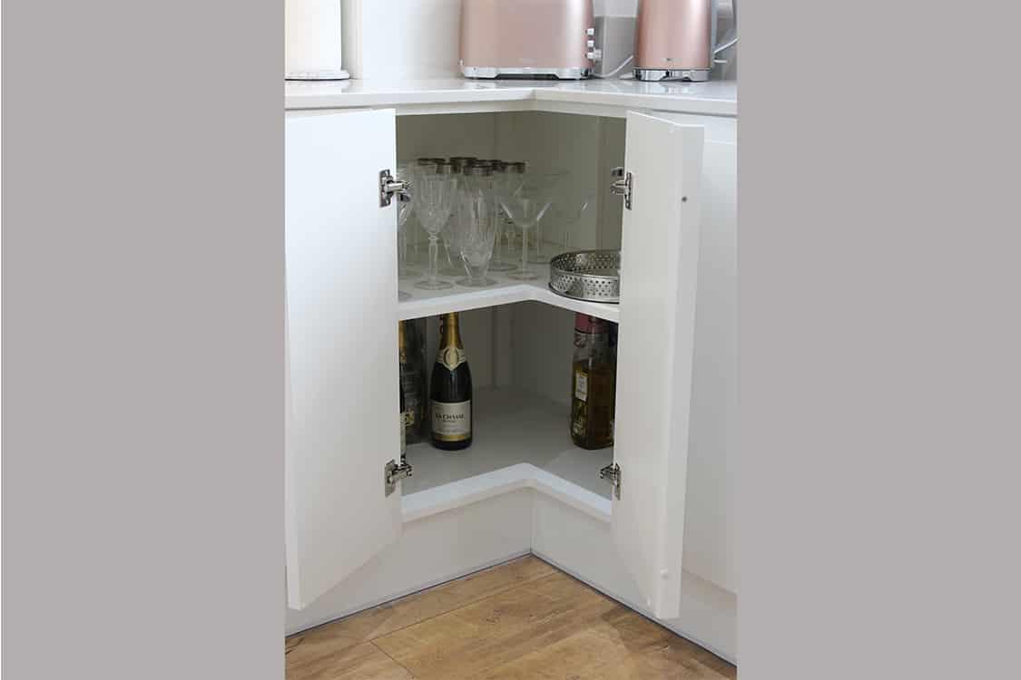 pic 9 - White Handless Gloss Door in Cumbernauld