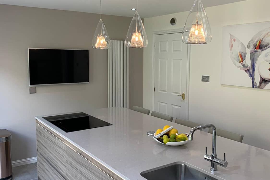 pic 6 - Modern fitted gloss kitchen
