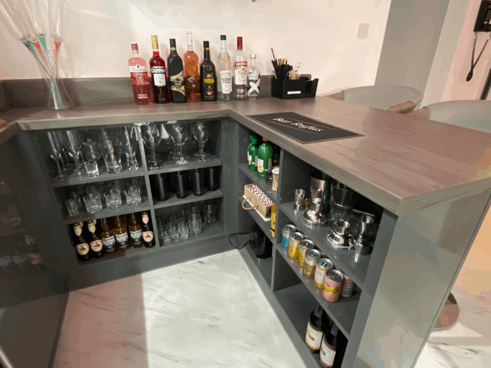 8 1 - Kitchen, bar and cloakroom project